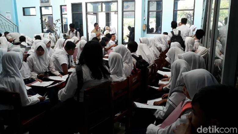 Pendaftar SMKN di Brebes Membeludak, SMAN Kekurangan Peminat
