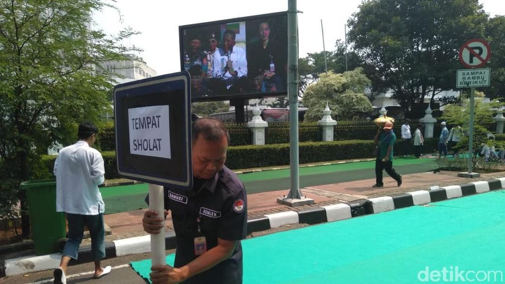 Kemenhan Sediakan Karpet hingga Air Wudu untuk Massa Aksi Kawal MK