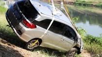 Aduh! Honda Mobilio Nyemplung ke Sungai
