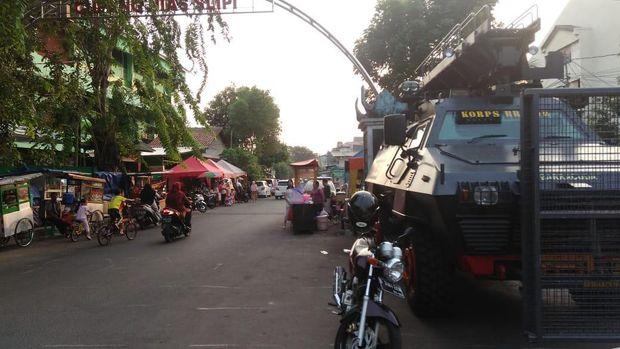 1 Unit baracuda disiagakan di area Asrama Brimob.