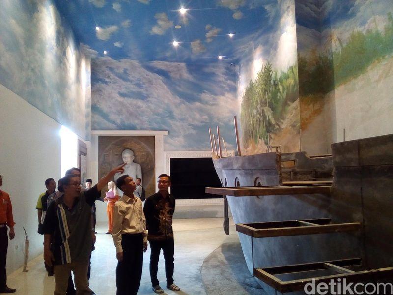 Ada destinasi baru yang bisa traveler kunjungi di Kudus, Jawa Tengah, yakni Replika Omah Kapal yang bersejarah. Ada cerita mengapa replika kapal ini jadi ikonik. (Akrom Hazami/detikcom)