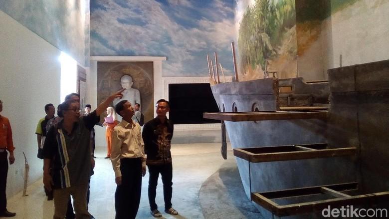 Replika kapal di dalam Museum Jenang Kudus (Akrom Hazami/detikcom)