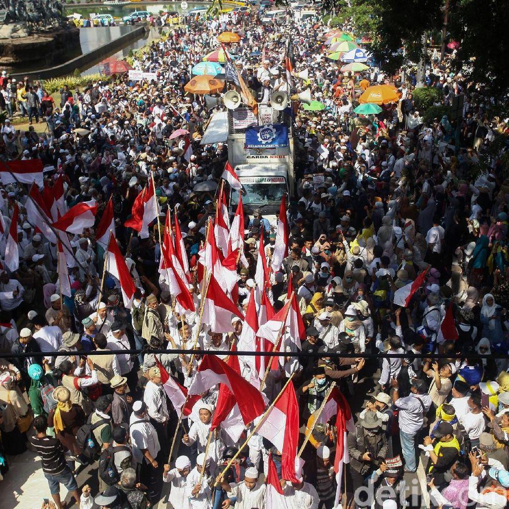 Foto: Massa Aksi Mulai Mendekat ke Gedung MK