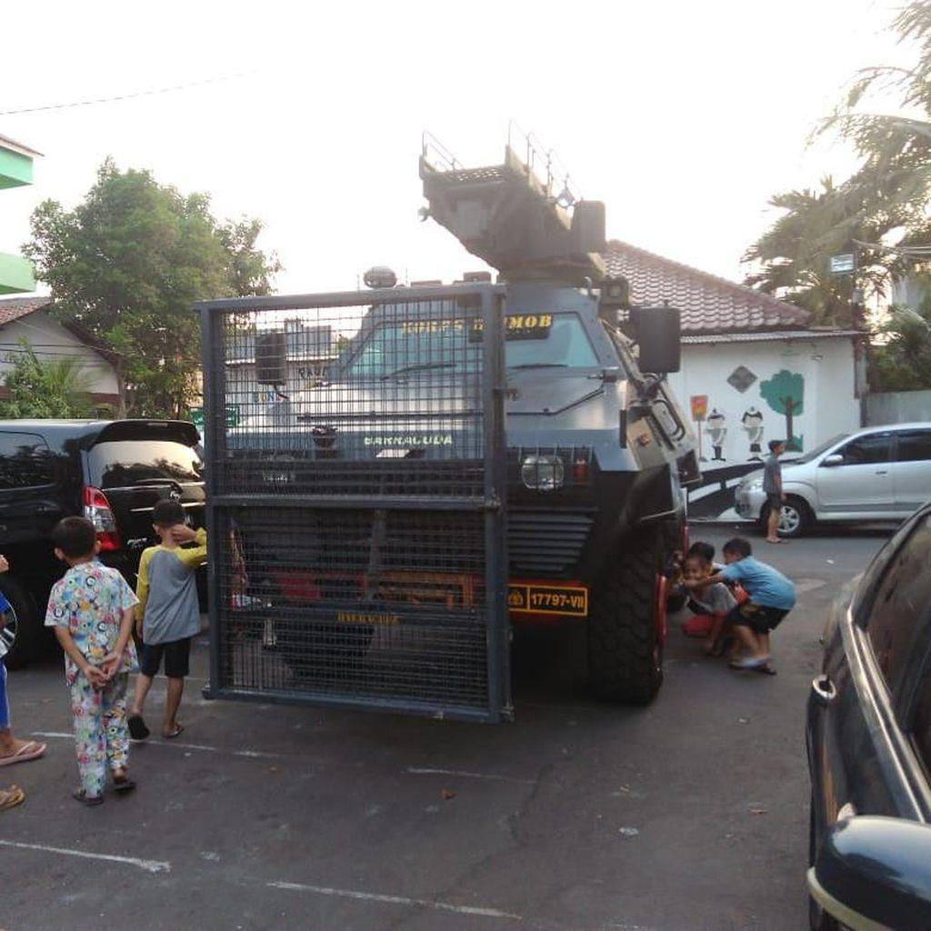 Baracuda Siaga di Depan Asrama Brimob Petamburan Jelang Putusan MK