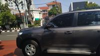 Rombongan Kapolri memasuki posko TNI dekat Istana