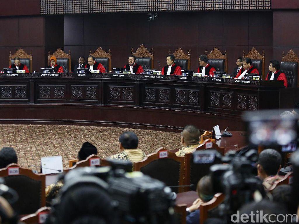 Video: MK Tolak Eksepsi KPU-Tim Jokowi yang Protes Berkas Baru Prabowo