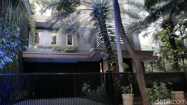 Lihat Lagi Mewahnya Rumah Jennifer Jill yang Dipanggil Mami oleh Salma