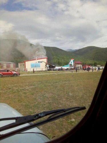 Pesawat Maskapai Rusia Terbakar Saat Mendarat Darurat, 2 Orang Tewas