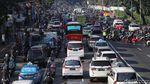 Jelang Sidang MK, Kendaraan Menumpuk di Jl Medan Merdeka Timur