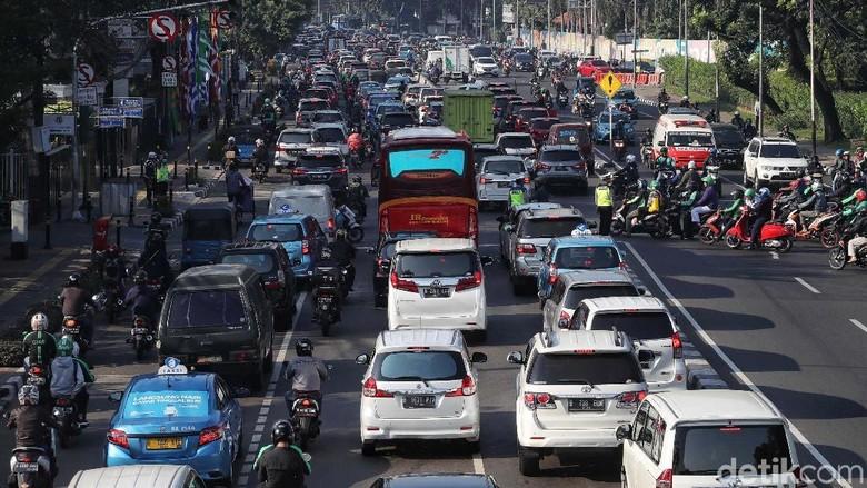 Tekan Emisi, Mobil di Atas 10 Tahun Bakal Dilarang Beroperasi di DKI