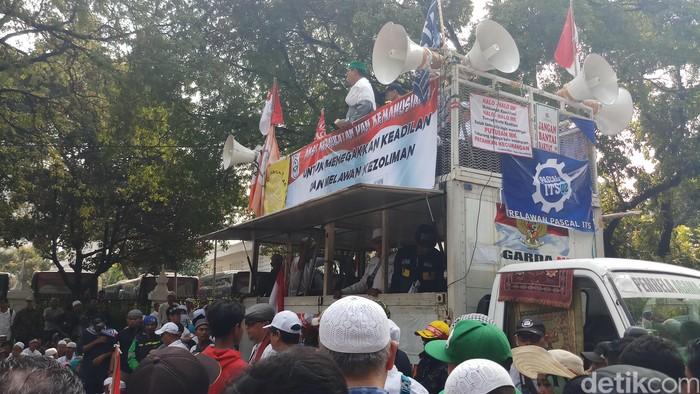 Aksi kawal sidang MK. Foto: Farih/detikcom