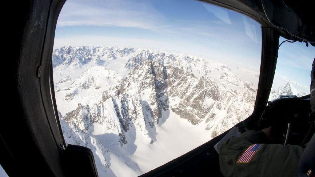 Lebih dari 50 Danau Tersembunyi Terdeteksi di Bawah Lapisan Es Greenland