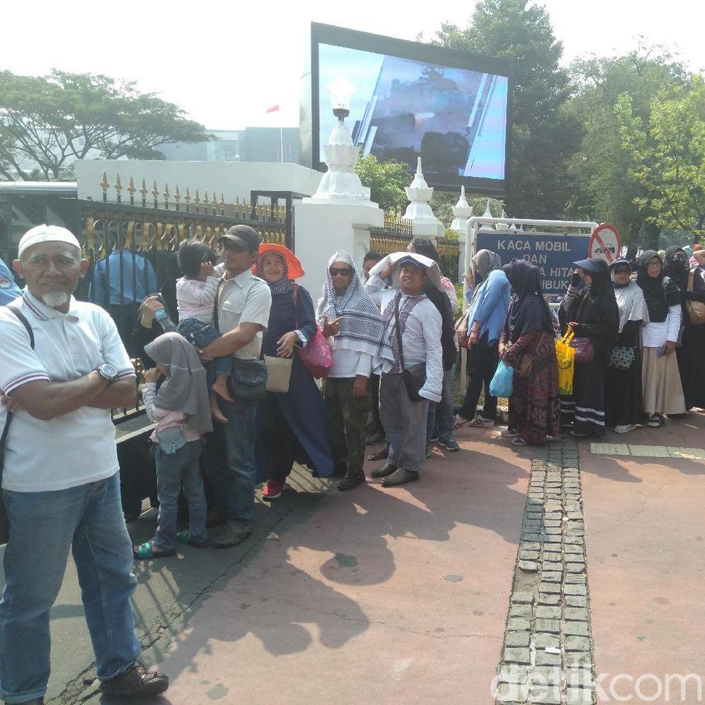 Kemenhan Fasilitasi Massa Aksi Kawal MK Gunakan Toilet