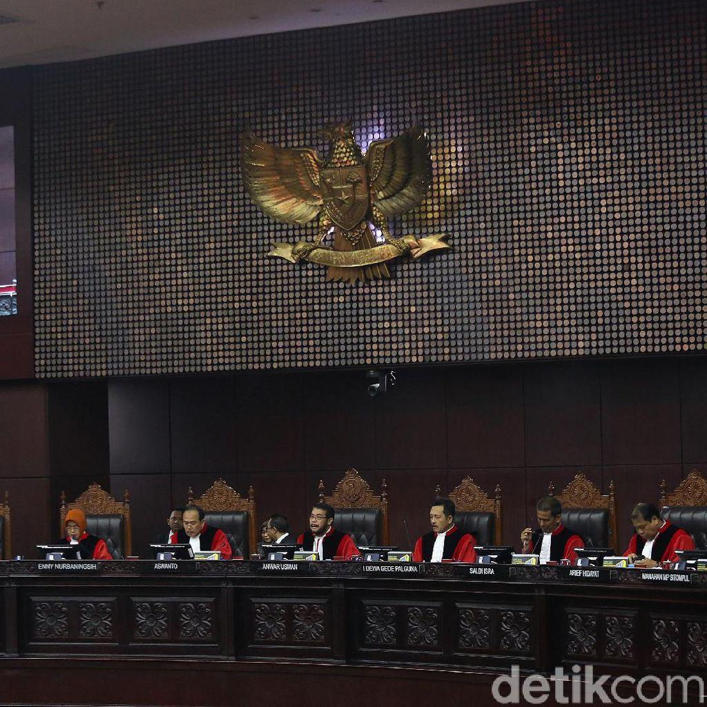 Video MK Nilai Tudingan Saksi 02 soal Deklarasi ASN Tak Relevan