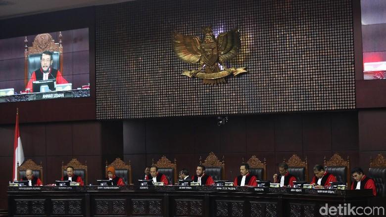MK Juga Tolak Dalil Tim Prabowo soal Ketidaknetralan Aparat