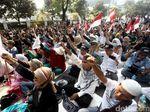 Ragam Aksi Massa Saat Dengarkan Sidang Putusan MK
