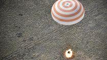 Momen Dramatis Kapsul Rusia Pulangkan Astronot ke Bumi