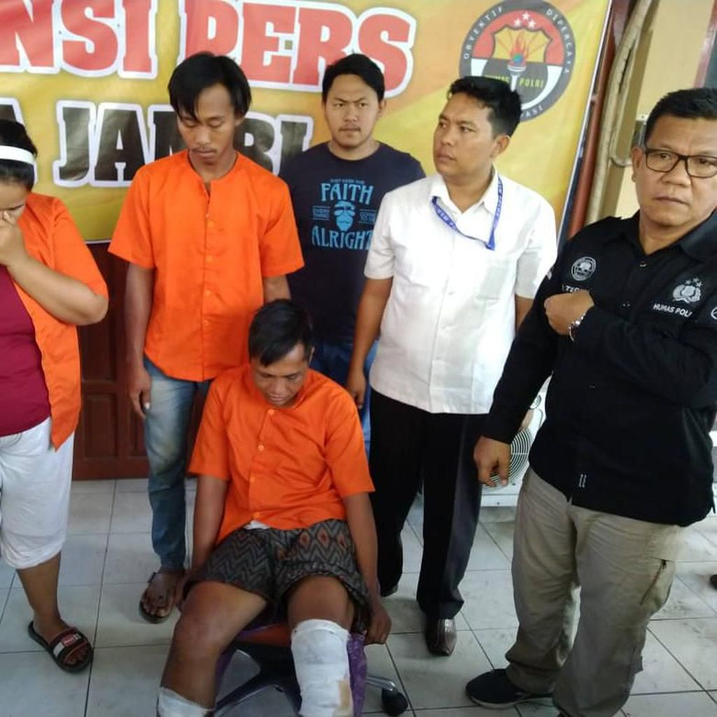 Polda Jambi Tangkap Suami-Istri Pencuri Motor di 30 Masjid