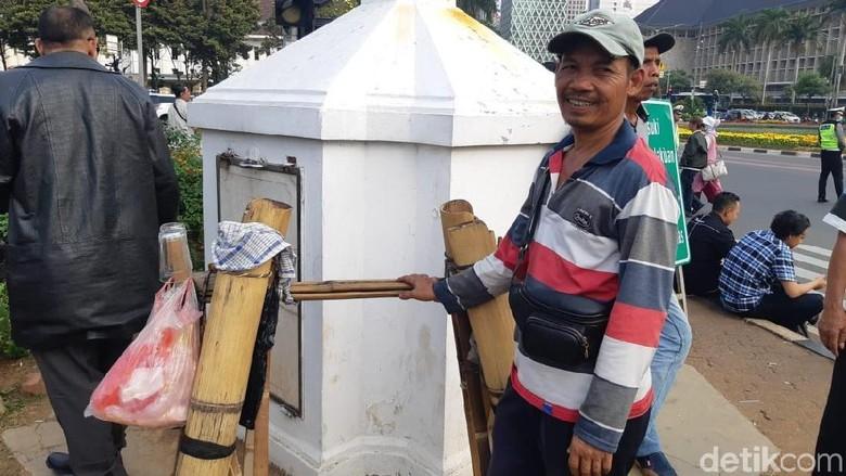 Cerita Pedagang Raup Untung Berlipat-lipat di Aksi Kawal MK