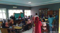Merasa Dicurangi Sistem Zonasi, Puluhan Wali Murid di Mojokerto Protes