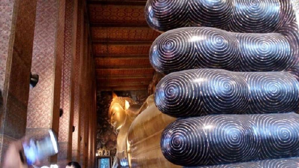 Vihara Buddha Tidur yang Unik di Bangkok