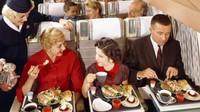 Hidangan yang porsinya terlihat begitu banyak, bahkan anak kecil juga langsung diberi kopi (AirlineRatings.com/CNN)