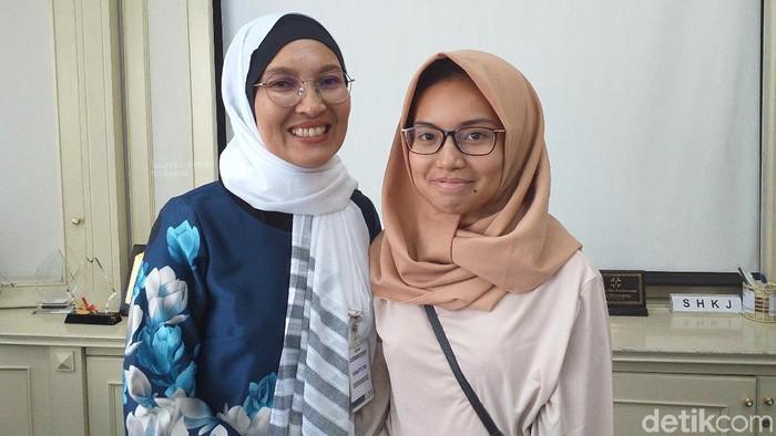 Pengidap parkinson Meritha Yumasari (kiri) dan putrinya (Foto: Khadijah Nur Azizah/detikHealth)