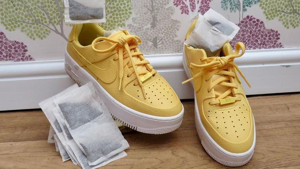 Tips Menghilangkan Bau pada Sepatu dengan Kantong Teh