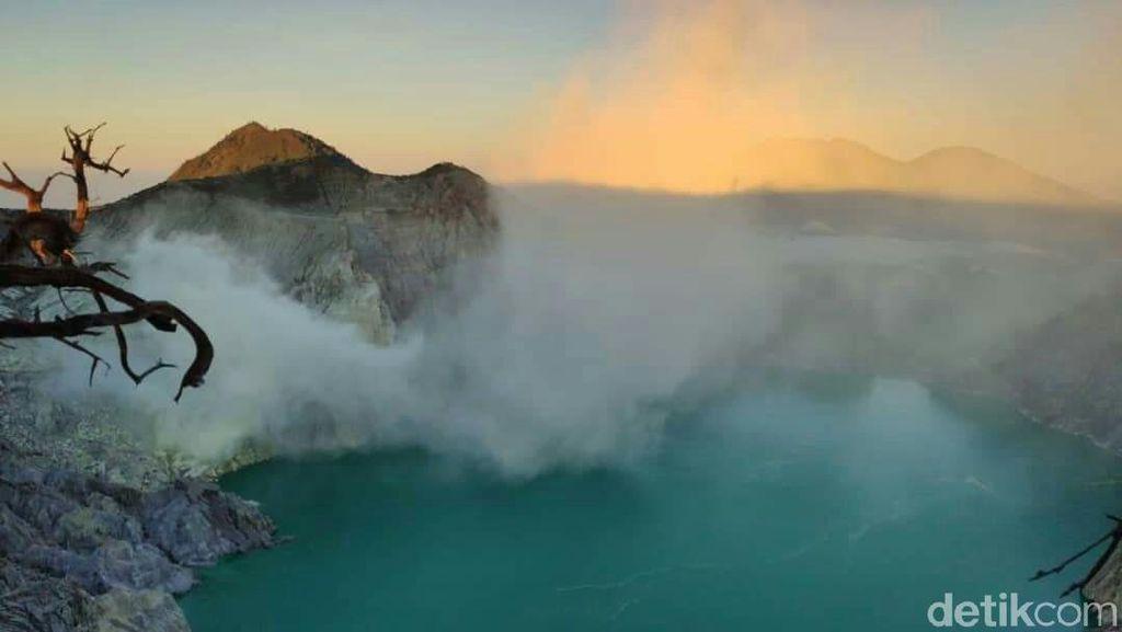 Suhu Dingin 3 Derajat di Kawah Ijen Tak Pengaruhi Kunjungan Wisatawan