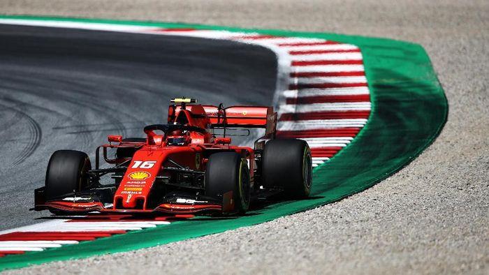 Pebalap Ferrari Charles Leclerc tercepat kedua latihan bebas II GP Austria. (Foto: Bryn Lennon / Getty Images)