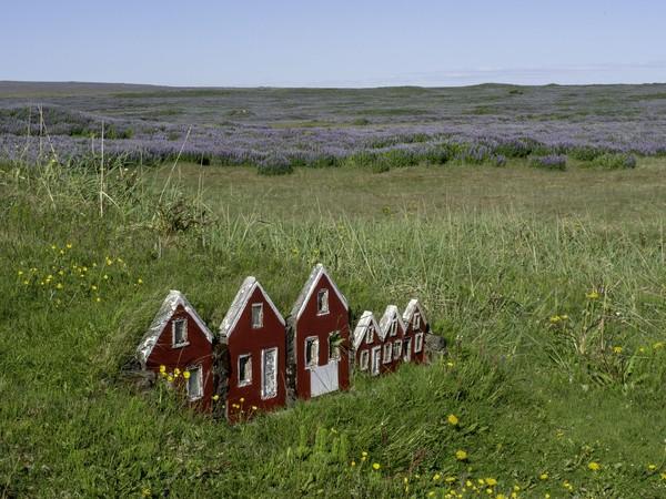 Cerita-cerita tentang adanya peri kini justru menjadi salah satu pasar pariwisata Islandia. Banyak wisatawan yang datang ke Islandia, hanya untuk bertemu paranormal yang membawa mereka ke dunia peri. (iStock)
