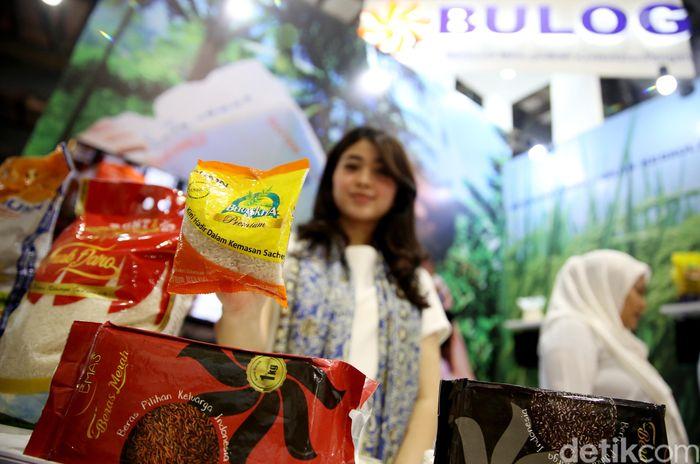 Perum Bulog memamerkan beragam makanan sehat di pameran Agrofood Expo 2019 yang digelar di Jakarta Convention Center (JCC), Jumat (28/6/2019).