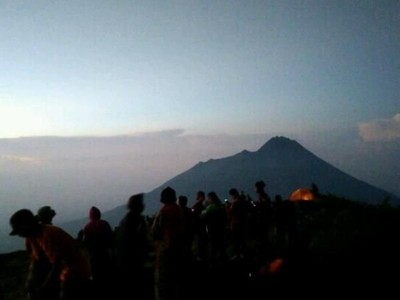 3.000 Pendaki Padati Gunung Merbabu Malam Ini