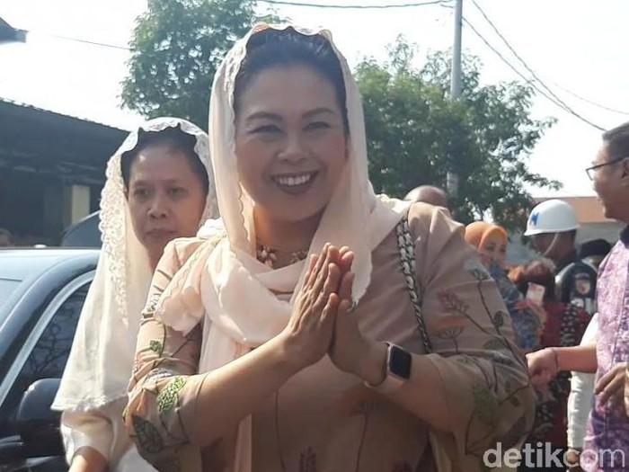 Yenny Wahid usai menghadiri akad nikah putri Gubernur Khofifah/Foto: Hilda Meilisa Rinanda