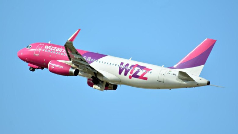 Warsaw, Poland. 21 July 2018. Airplane HA-LWS - Airbus A320-232 - Wizz Air taking off from the Warsaw Chopin Airport.
