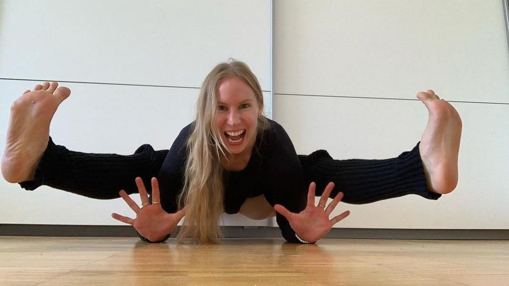 Foto: Ini Wanita yang Jadi Sensasi karena Ajarkan Yoga Tanpa Busana