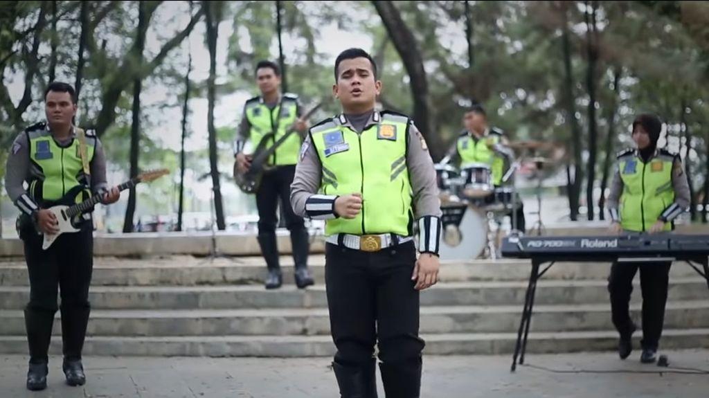 Polisi di Tangsel Ajak Bersatu Lewat Lagu