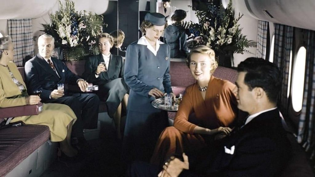 Suasana Kabin Pesawat di Masa-masa Awal Dunia Penerbangan