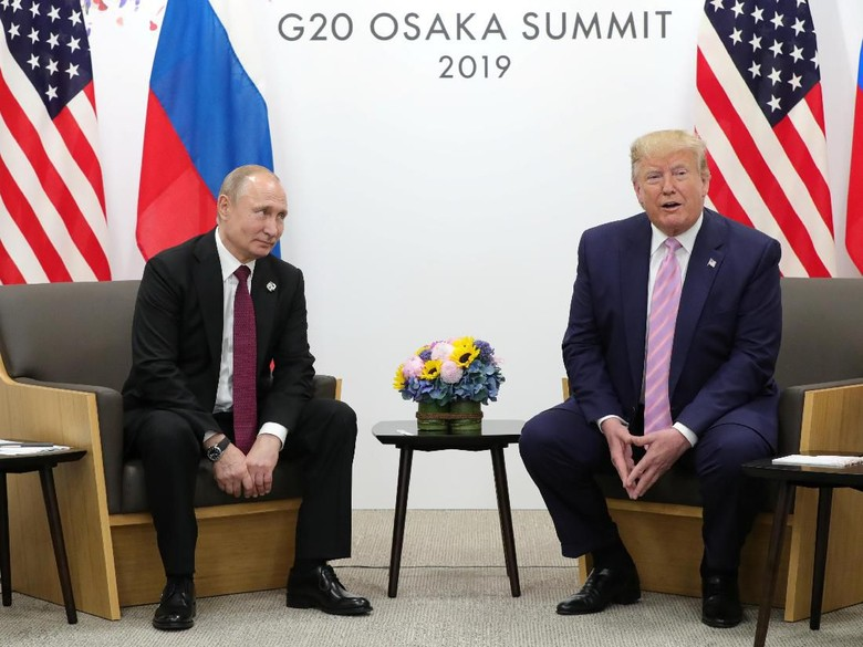 Bertemu di Sela KTT G20, Trump ke Putin: Jangan Campuri Pemilu AS