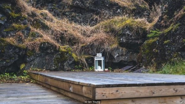 Kepercayaan orang Islandia terhadap agama dimulai pada tahun 1700an. Namun demikian, keyakinan akan adanya peri tetap berjalan karena budaya. (Ian Young/BBC)