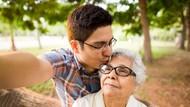 Kisah Romantis Pasangan Beda Usia 30 Tahun yang Kerap Dipanggil Ibu Anak