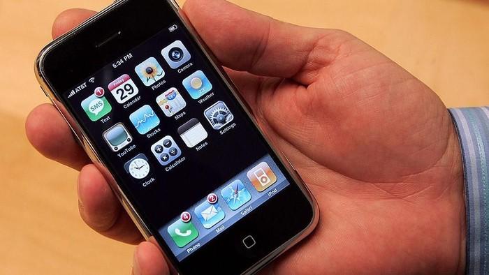 iPhone generasi pertama dijual tanggal 29 Juni 2007. (Foto: Justin Sullivan/Getty Images)