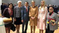 Jokowi Foto Bareng Perempuan-perempuan Perkasa, Kaesang Bercanda Lapor Iriana