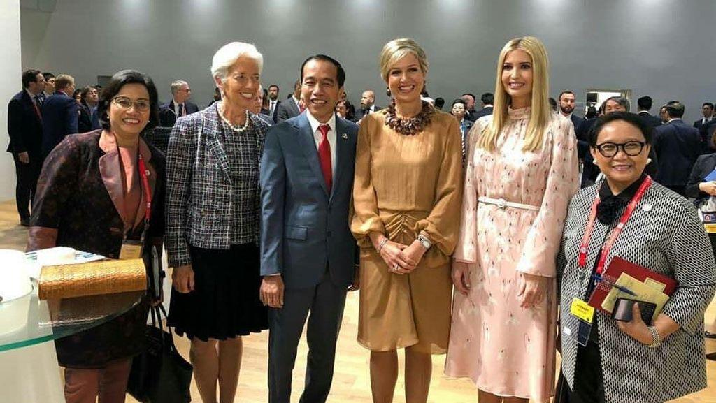 Sri Mulyani hingga Bos IMF, Perempuan Perkasa yang Foto Bareng Jokowi