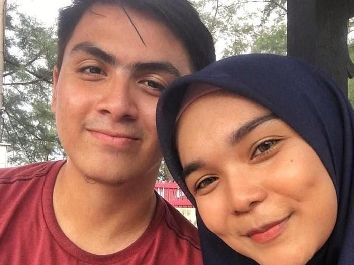 Nuha Adenan mencuri perhatian setelah berbagi video manis dengan pacarnya Nadzriel Shazran Marzuki di Twitter. Foto: Dok. Twitter Nuha Adenan