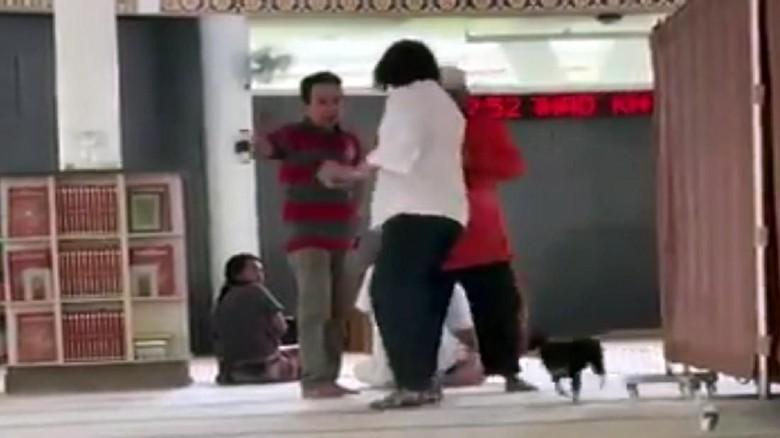 RS Polri: Perempuan Pembawa Anjing ke Masjid Sudah Tenang dan Kooperatif