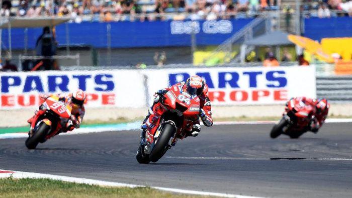Andrea Dovizioso sebenarnya tampil bagus di Ducati, tapi ada Marc Marquez yang sangat impresif di Honda (REUTERS/Piroschka Van De Wouw)