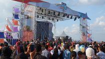 Jamrud Gebrak Pantai Marina Boom Banyuwangi Jelang Nobar MotoGP