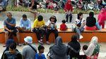 Potret Warga Menikmati Taman Spot Budaya