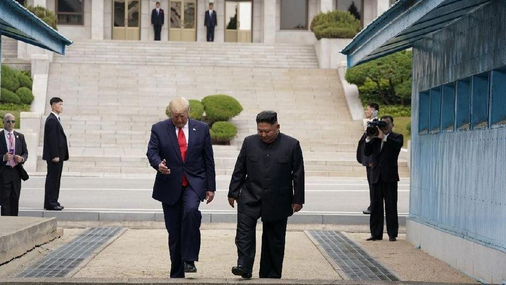 Injakan Kaki Trump di Korea Utara Catat Sejarah Presiden AS